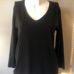 Chico's true color tee in black with v neck